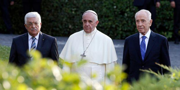 Palestinian President Abbas, Pope Francis and Israeli President Peres arrive in the Vatican Gardens to pray together at the Vatican