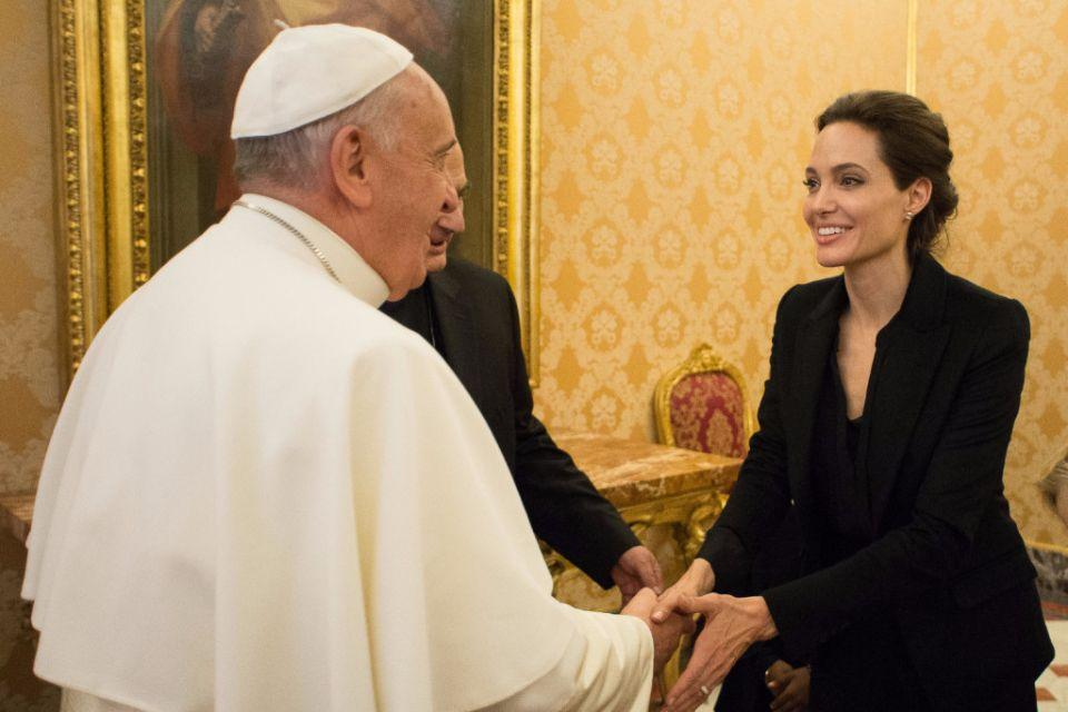 08 Jan 2015, Rome, Italy --- Pope Francis meeting with US actress and UNHCR ambassador Angelina Jolie, Jan. 8, 2015. Jolie presented to Pope Francis her second movie Unbroken during a private screening at the Vatican.EDITORIAL USE ONLY NO COMMERCIAL. ©Osservatore Romano --- Image by © Osservatore Romano/Corbis